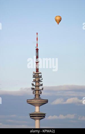 Hamburg, eine der schönsten und beliebtesten Reiseziele der Welt. Der Fernsehturm Heinrich Hertz Turm. - Stockfoto