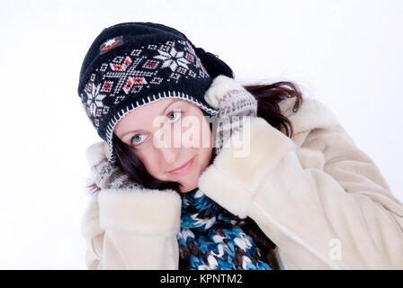 Model Release, Junge Frau Im Winteroutfit - junge Frau im Winter-outfit - Stockfoto