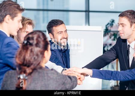 Menschen Teamwork Zusammenarbeit Beziehung Geschäftskonzept - Stockfoto