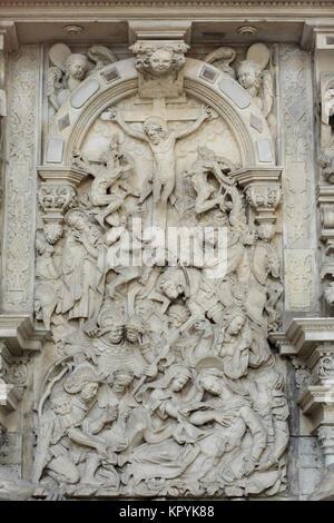 Kreuzigung. Renaissance Relief auf der Schulenburg Epitaph in der Magdeburger Dom in Magdeburg, Sachsen-Anhalt, - Stockfoto