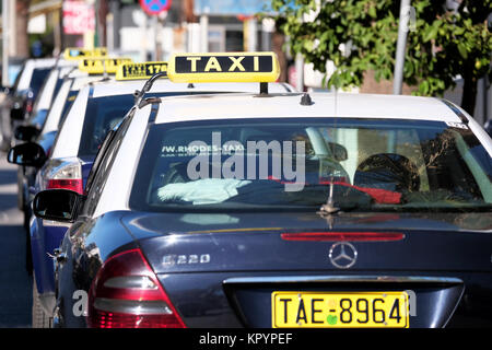 mercedes taxi taxi auto rang warteschlange k ln. Black Bedroom Furniture Sets. Home Design Ideas
