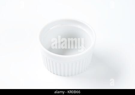 Weißes Porzellan ramekin - Stockfoto