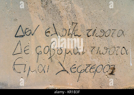 Beschriftung von Nikos Kazantzakis Grab in Heraklion auf Kreta in Griechenland (hoffe ich für nichts. Ich fürchte - Stockfoto