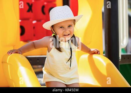 Kind auf dem Spielplatz - Stockfoto