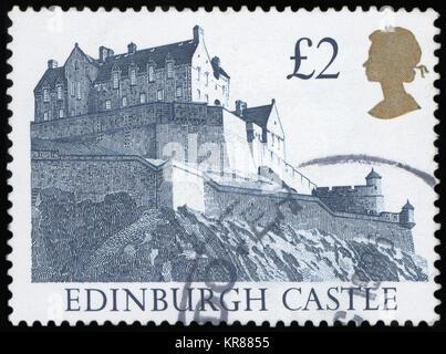Vereinigtes Königreich - ca. 1997: Ein britischer £ 2 Briefmarke zeigt das Edinburgh Castle, ca. 1997 - Stockfoto