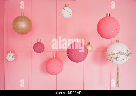 gro er weihnachtsbaum geschm ckt mit christbaumkugeln im weller n rnberg middle franconia. Black Bedroom Furniture Sets. Home Design Ideas
