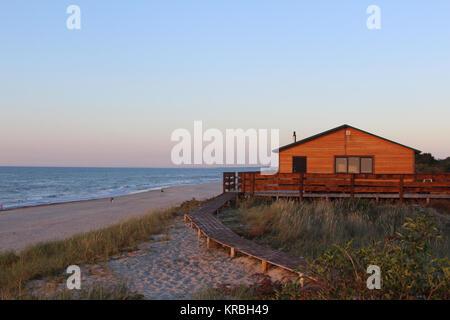 Abend sunsut Haus an der Küste - Stockfoto