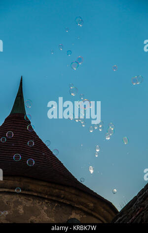 Turm und Seifenblasen in den Himmel - Stockfoto