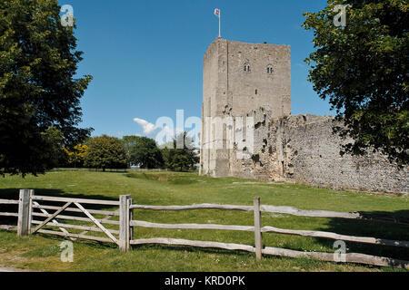 Anzeigen von Portchester Castle, in der Nähe von Portsmouth, Hampshire. Als Roman Fort in den späten 3 Jahrhundert - Stockfoto