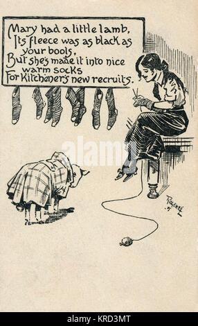 Postkarte mit einer jungen Dame stricken Komfort für Soldaten während des Ersten Weltkriegs, mit einem Gedicht, - Stockfoto