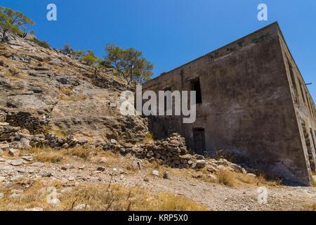 Die Ruinen von der Lepra-Kolonie in den 50er Jahren auf den Ruinen einer venezianischen Festung auf Spinalonga Insel - Stockfoto