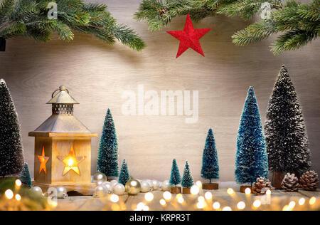 weihnachten kerze laterne tanne zweig und leere bilderrahmen stockfoto bild 90801349 alamy. Black Bedroom Furniture Sets. Home Design Ideas