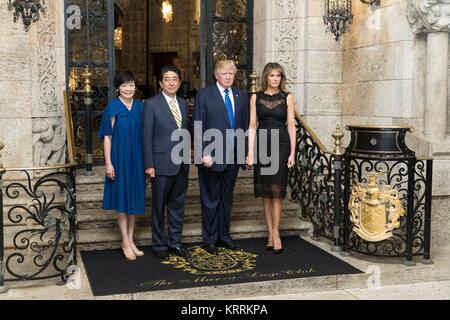 Us-Präsident Donald Trump, erste Dame Melania Trump, der japanische Ministerpräsident Shinzo Abe und Frau Akie Abe - Stockfoto