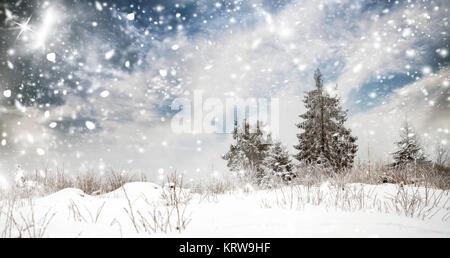 weihnachtskarte bild einer schneelandschaft szene mit gem tliche h tte mit licht nach innen in. Black Bedroom Furniture Sets. Home Design Ideas