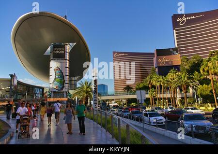 Las Vegas, NV, USA - Juni 29, 2009 - Blick nach unten Las Vegas Strip mit Encore und Wynn Casino - Stockfoto