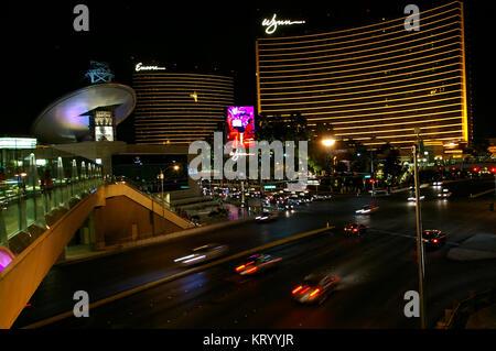 Las Vegas, NV, USA - Juni 29, 2009 - Blick nach unten Las Vegas Strip mit Encore und Wynn Casino bei Nacht - Stockfoto