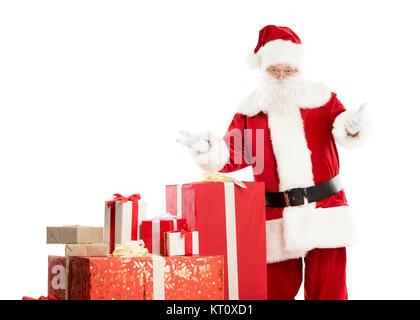 Santa Claus mit Haufen von Weihnachtsgeschenke - Stockfoto