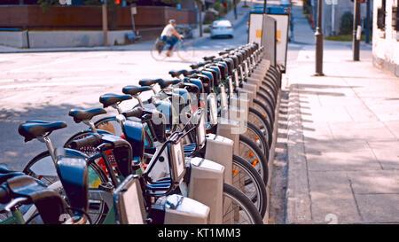 Bike-Programm in der Nähe von einen Radweg. - Stockfoto