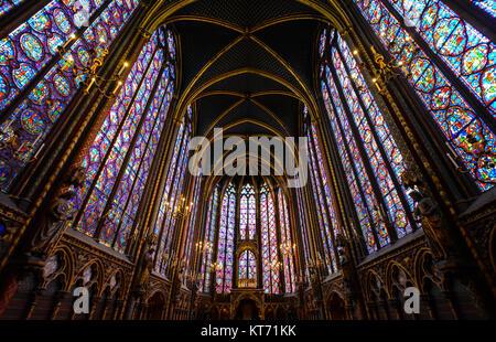 Das Innere der oberen Ebene der Sainte-Chapelle, die Gotische königliche Kapelle auf der Ile de la Cite in Paris - Stockfoto
