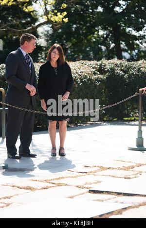 Bronagh Schlüssel, rechts, Ehefrau von Premierminister von Neuseeland John Key, erhält eine Tour der Präsident John - Stockfoto