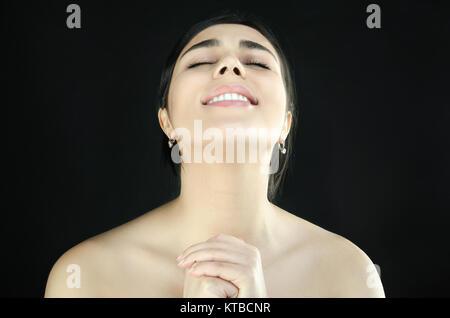 Porträt einer Frau, die das Beten ist - Stockfoto