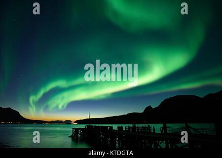 Aurora Borealis, Nordlichter über Astafjorden, Ratangen, Troms, Norwegen Stockfoto