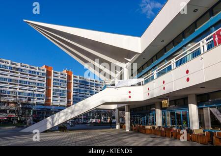Eines der konkreten Flügel an der Basis der Fernsehturm Pavillon von Walter Herzog und Heinz Aust, Panoramastrasse, - Stockfoto