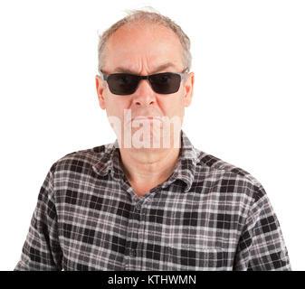 Ein verärgerter Kerl ist mit Sonnenbrille - Stockfoto
