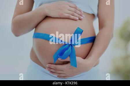 Schwangere Frau lächelnd - Stockfoto