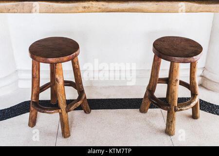 High Quality ... Vintage Handmade Hölzernen Barhockern Werden Auf Ein Café Im Freien Auf  Weißem Hintergrund Gefüttert   Stockfoto