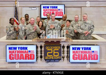 NEW YORK, NY - Dezember 26: Adjutant General, Major General Patrick Murphy, Ringe der Öffnung Glocke an der New - Stockfoto