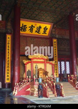 Der Thron in der Verbotenen Stadt. Die bekanntesten Imperial Palace in Asien. Stadt Beijing, China. 24. Oktober, - Stockfoto
