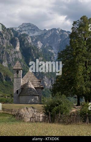 Ansicht der Albanischen Alpen in der Nähe von Thethi, auf dem westlichen Balkan, in Nordalbanien, Europa - Stockfoto
