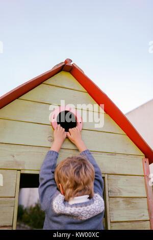 garten kinder haus holzhaus h tte blockhaus garten natur sommer baum gartenhaus garten. Black Bedroom Furniture Sets. Home Design Ideas