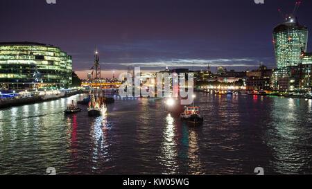 Im Pool von London auf der Themse in 2013. - Stockfoto