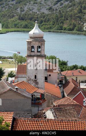 Hohe Glockenturm in Skradin, Kroatien - Stockfoto