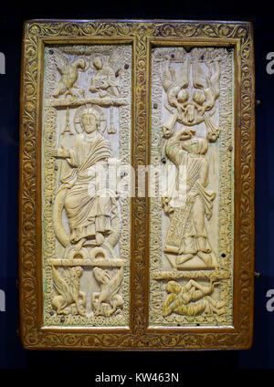 Buchen Sie die Abdeckung mit den Evangelisten, Benedicting Abtei St. Jacques, Luttich, Elfenbein aus frühen 900 - Stockfoto