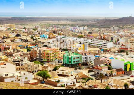 Hohe Ansicht Osten über Espargos, Hauptstadt von Kap Verde, mit Blick Richtung Mirador und Baia da Parda, Shark - Stockfoto