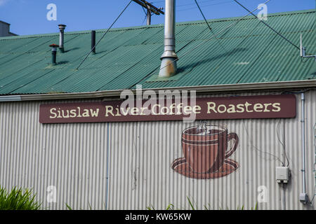 Siuslaw River Kaffeeröster Gebäude in Florenz, Oregon, USA - Stockfoto
