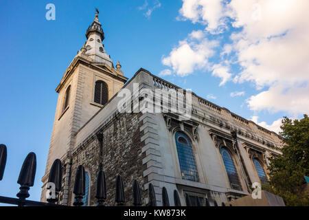 St Nicholas Cole Abbey, Queen Victoria Street, London, UK. Barocke Kirche von Sir Christopher Wren und rekonstruierte - Stockfoto