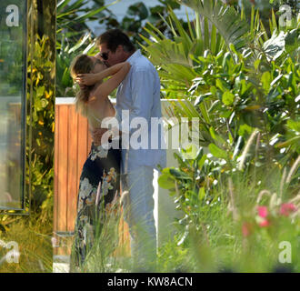 MIAMI BEACH, FL - 14. Mai: David Hasselhoff und Partner Hayley Roberts in Miami Beach am Muttertag am 14. Mai 2017 - Stockfoto
