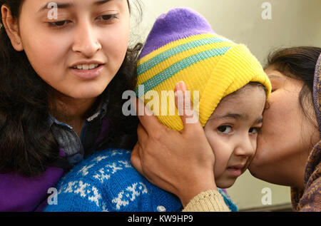 Kuscheln mit Baby - Stockfoto