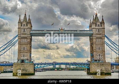 Die Tower Bridge über die Themse in London, England. Großbritannien - Stockfoto