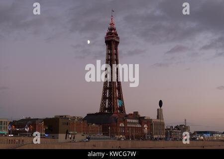 Blackpool Tower und Mond - Stockfoto