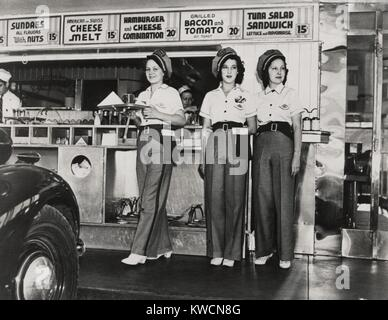 Drive-in-Restaurant in Hollywood, Los Angeles. Juni 29, 1938. Die Kellnerinnen tragen pseudo Highway Patrol Uniformen. Die Fast Food Menü enthält: Hamburger und Käse Kombination; Amerikanische und Schweizer Käse schmilzt, gegrilltem Speck und Tomaten auf Toast; und Thunfisch Salat Sandwich. - (BSLOC 2014 17 115)