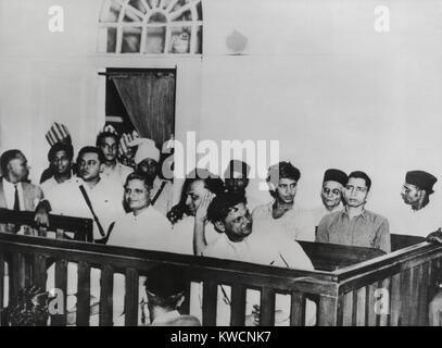 Nathuram Vinayak nahm Godse (Links) auf Versuch mit anderen für die Ermordung von Mahatma Gandhi am Jan. 30, 1948. - Stockfoto