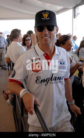 MIAMI BEACH, FL - 23. April: Brennen Bekanntmachung Schauspieler Jeffrey Donovan nimmt AMG Miami Beach Polo World - Stockfoto