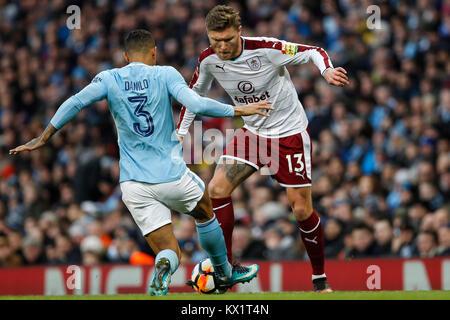 Manchester, Großbritannien. 06 Jan, 2018. Jeff Hendrick von Burnley und Danilo von Manchester City während der Dritten - Stockfoto