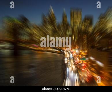 New York City Skyline Nacht Lichter verschwommenen Hintergrund - Stockfoto