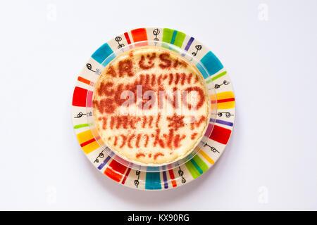 M & S New York Cheesecake, ohne Weizen, Gluten frei - eine cremige gebacken madagassische Vanille-Käsekuchen auf - Stockfoto